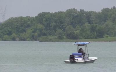 Buscan a joven de 17 años que saltó al lago Lavón y no salió a flote