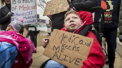 """""""El Medicaid me mantiene vivo"""". Cada estado cuenta con un prog..."""