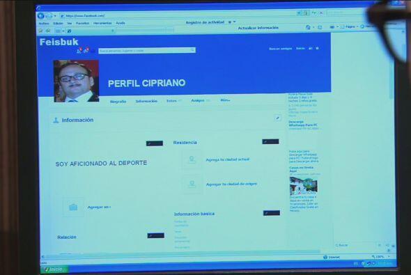 """Cipriano actualiza su perfil en """"Feisbuk""""."""