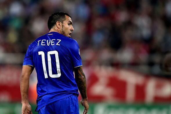 Si por méritos futbolísticos fuera, el argentino Carlos Tevez podría hab...