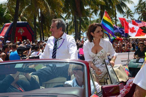 A bordo de un Rolls Royce convertible, saludó a todos los asistentes. Mi...