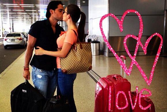 ¡Ya en en el aeropuerto! Los novios y su amor a la mexicana van rumbo a...