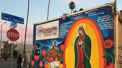 Un mural de la Virgen de Guadalupe sin grafito en un negocio del Este de...
