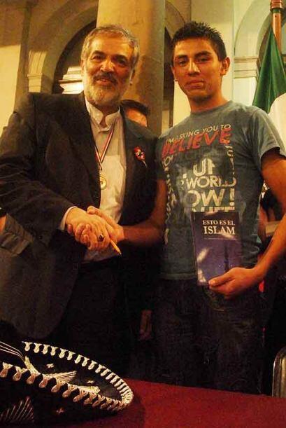 José Carlos García junto al diplomático y acad&eacu...