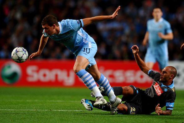 En Inglaterra, el Manchester City jugó un partido vibrante ante el Nápoli.