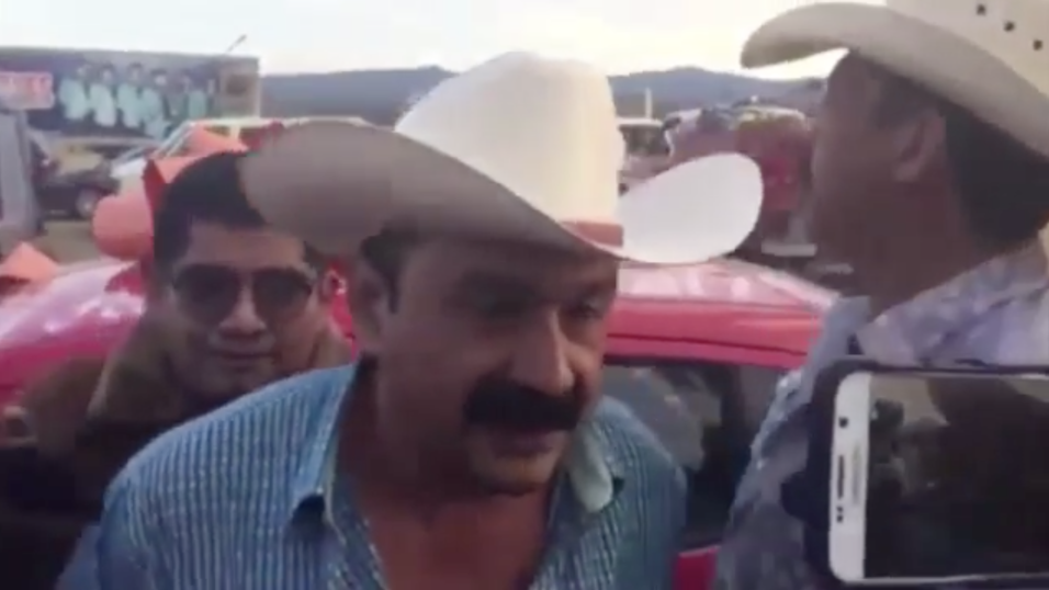 Acusan de desviar más de $640,000 al exalcalde mexicano que admitió que...