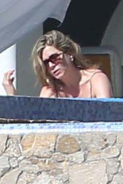 Jennifer Aniston tomó sus maletas y se fue con su prometido Justin Thero...
