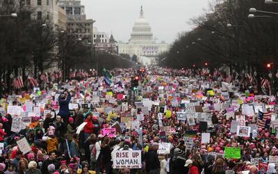 La marcha de las mujeres en Washington el 21 de enero de 2017, con el ca...