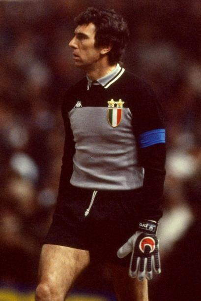 8 Dino Zoff: Es considerado uno de los mejores porteros de la historia....