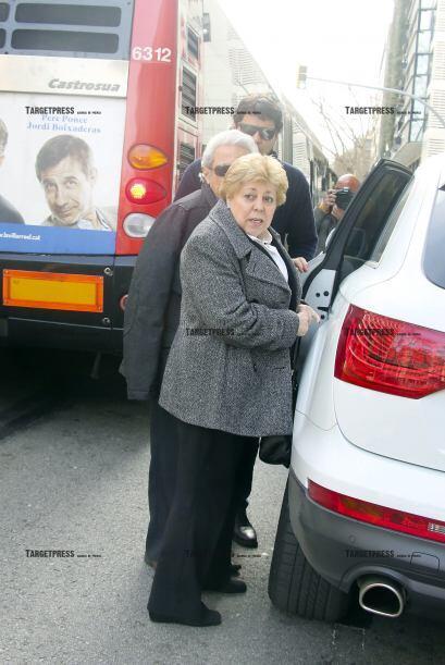 Los señores Nidia y William, abordando el vehículo.