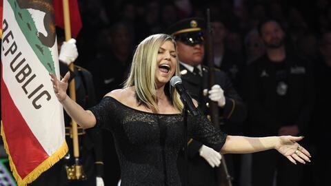 Fergie interpretó una versión diferente del himno nacional...