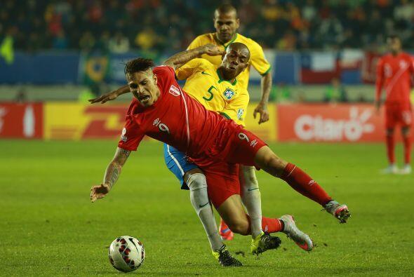 Los peruanos también aprovechaban errores defensivos de la zaga brasileñ...