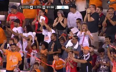 Erick 'Cubo' Torres dice presente en goleada de Houston
