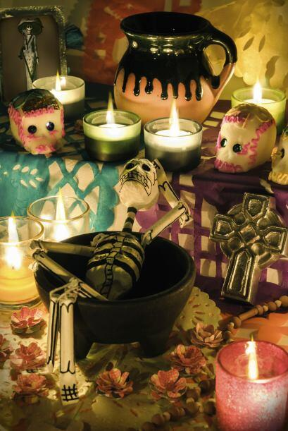 En la tradición latina, la celebración a los seres queridos que han muer...