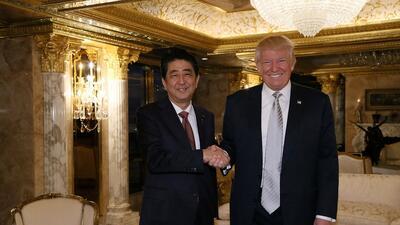 En fotos: El encuentro de Donald Trump con el primer ministro de Japón