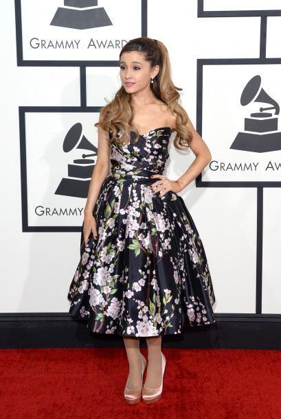 Ariana Grande se enfundó en un precioso Dolce & Gabbana y logró conquist...
