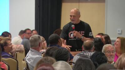 Así se desarrolla la novena conferencia sobre seguridad en las escuelas en Garden Grove, California