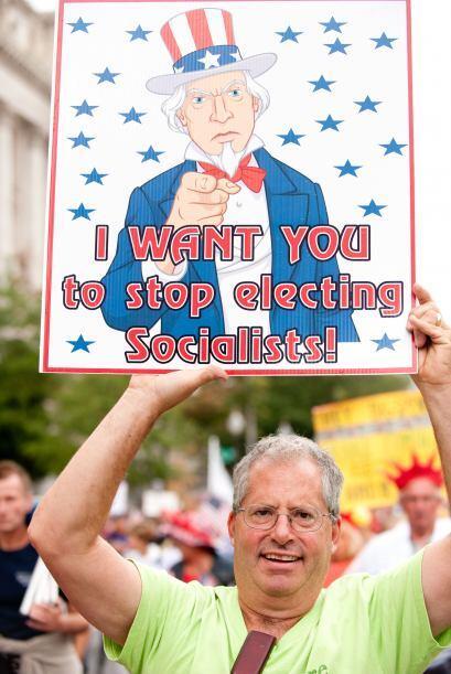 Durante una marcha del lado conservador, un seguidor pedía un alto al so...