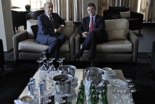 En su visita a Brasil, el presidente colombiano Juan Manuel Santos se re...