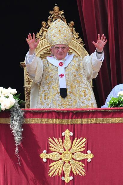 El Papa Benedicto XVI imploró el domingo, en su mensaje de Pascua...