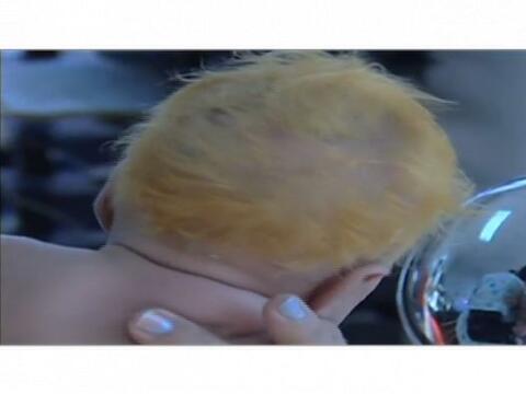 Una madre en República Dominicana, le tiñó el pelo...