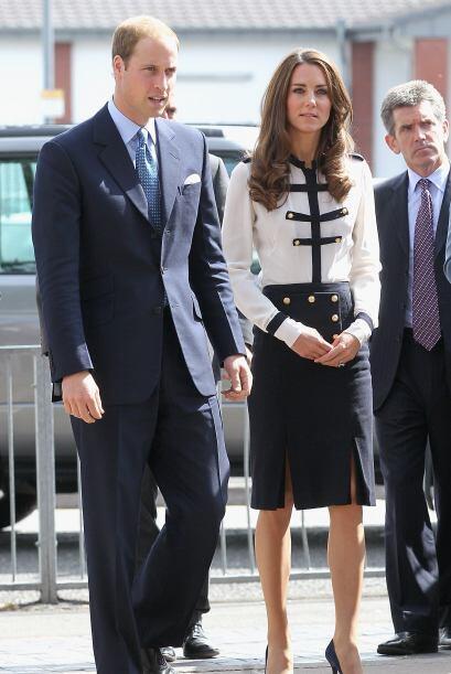 Y ya sea vestida de gala, para un evento, o simplemente con su ropa de t...