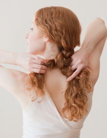 ¡La fricción con la almohada, e incluso la piel, pueden quebrar el cabel...