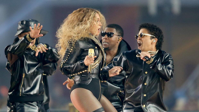 Beyoncé volvió a robarse el show en el campo de juego.