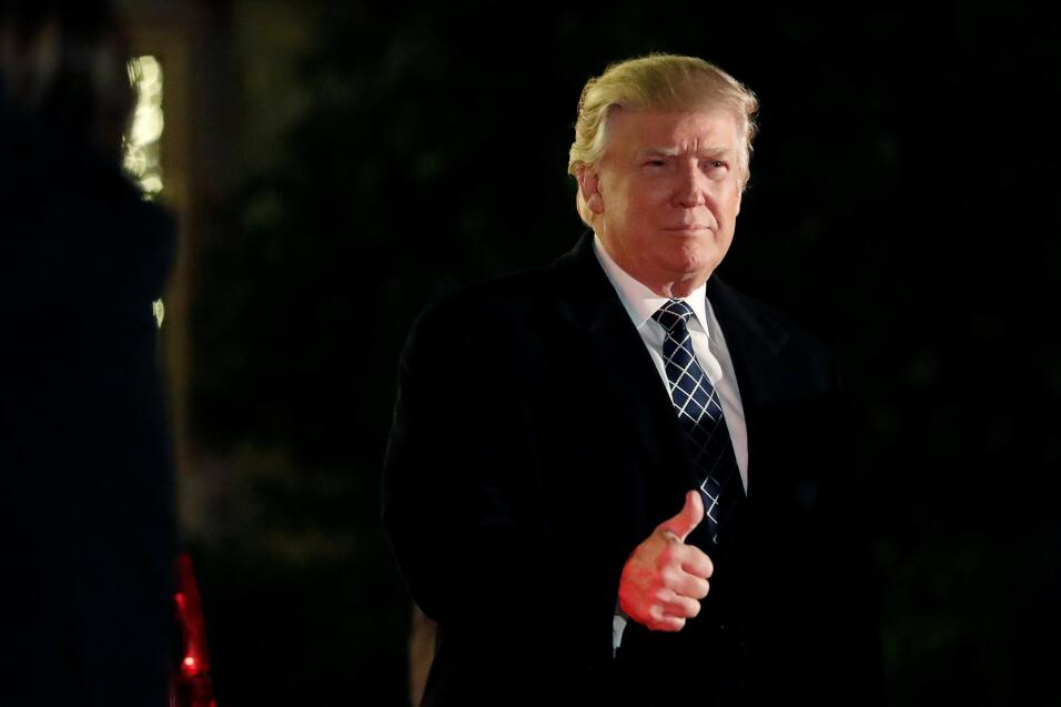 Donald Trump acude a fiesta de 'Héroes y Villanos'
