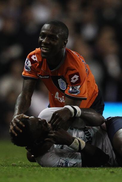 estos dos futbolistas se traían algo en el duelo Tottenham vs. Queens Pa...