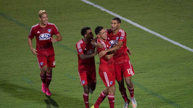 FC Dallas celebra victoria sobre RSL