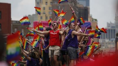 Multitudinaria participación en el tradicional desfile anual del orgullo gay en Nueva York