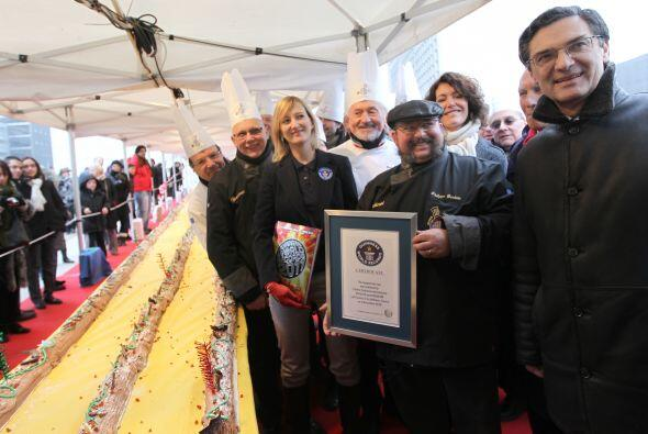 El presidente del Consejo Guinness Justine Bourdariat, posa con el chef...