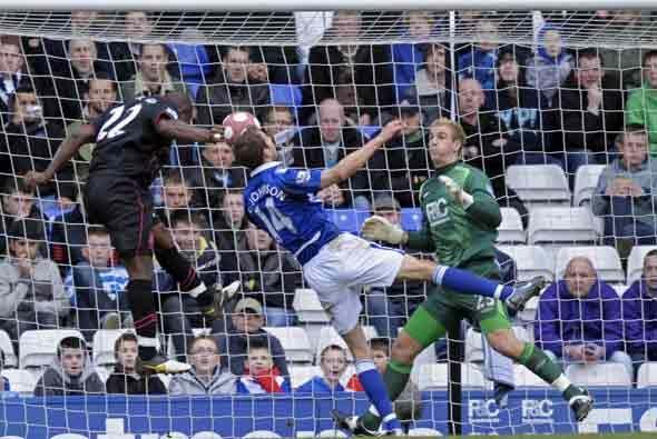 Everton y Birmingham empataron a dos goles.