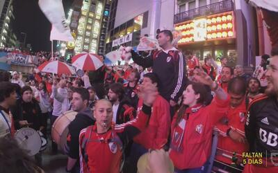 15.000 aficionados del River Plate invaden Japón