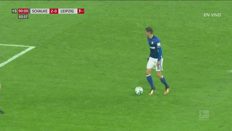 Poste del Schalke 04 y entrada brutal en la misma jugada