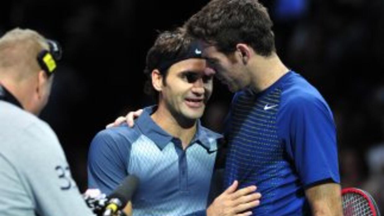 Federer y Del Potro se saludan luego del su partido.