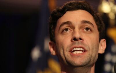 """Ustedes han sido un faro de esperanza"", dice el demócrata Jon Ossoff al..."