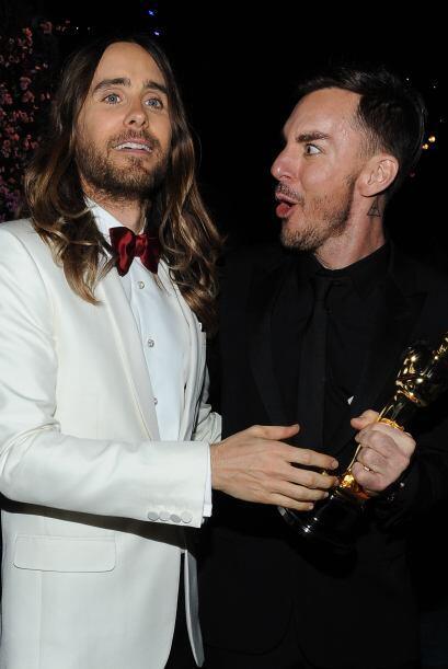 Todo orgulloso que salió Jared Leto con su Oscar y esperaba hacer sus po...
