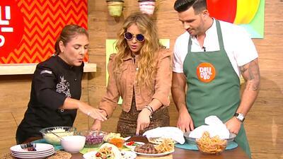 Paulina Rubio aprendió a preparar esta crujiente receta de 'Taquitos de Lomo'