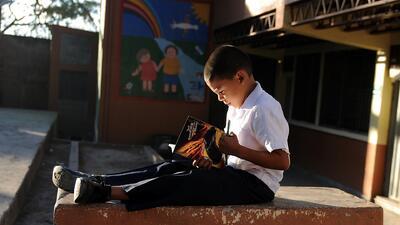 Cómo criar niños orgullosos de sus raíces fomentando la lectura en casa