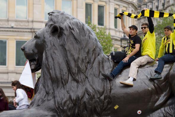 Pese a no partir como favoritos, los seguidores del Borussia Dortmund mo...