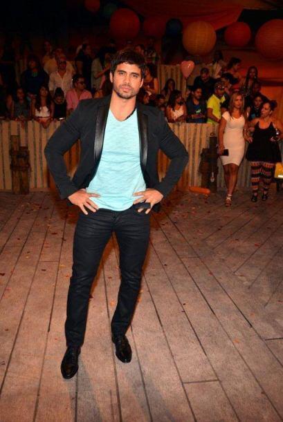 Pedro Moreno además de demostrar ser un gran bailarín, demuestra que sab...