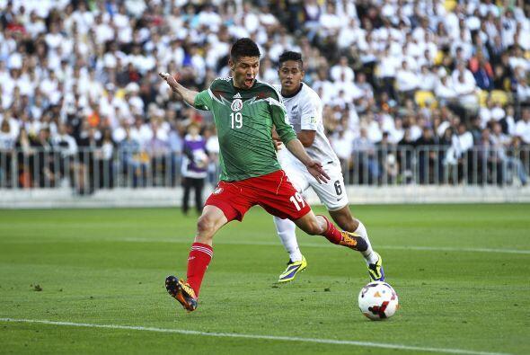 Oribe Peralta:El delantero mexicano deja todo el físico en cada jugada c...
