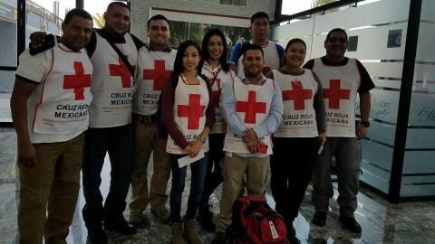 Algunos de los voluntarios de la Cruz Roja mexicana rumbo Dalla, Texas.