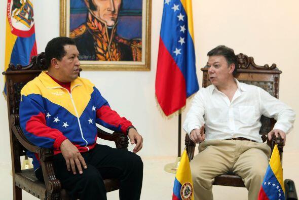 Los presidentes de Colombia, Juan Manuel Santos, y de Venezuela, Hugo Ch...