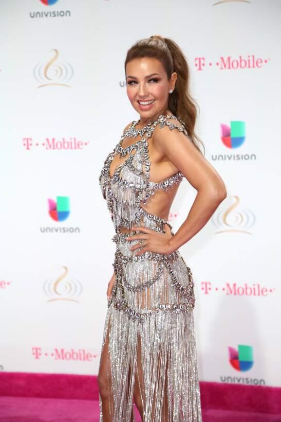 Con un traje artesanal y hecho a mano, Thalía debutó su primer modelo de...