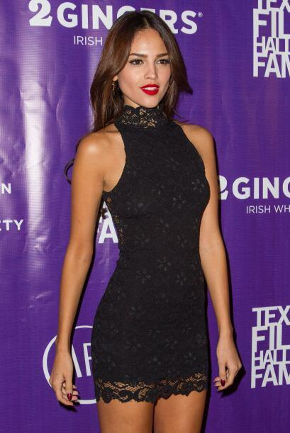 La actriz lució espectacular en la alfombra del Festiva de Cine d...
