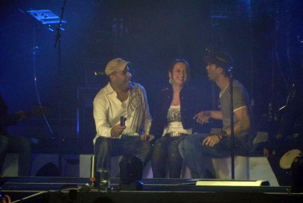 Entre los tres cantaron, lloraron y dieron gracias por el momento especial.
