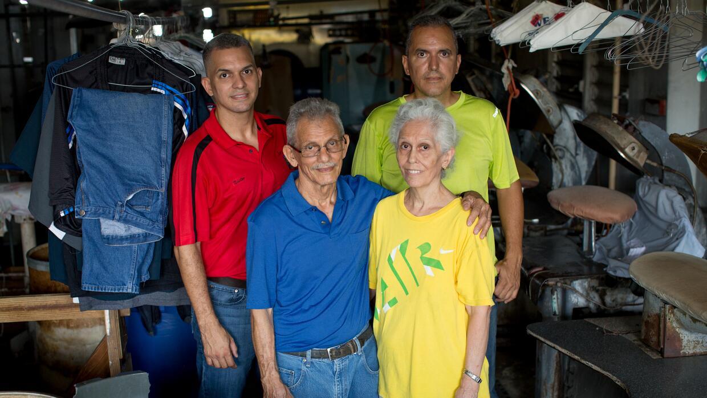 Los Figueroa no han podido abrir su tintorería en Bayamón desde hace más...